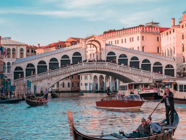 Mercado Gondolas